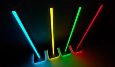 机に置くゲーミング照明「iCUE LT100」が登場 ゲームと同期可能な46灯LED